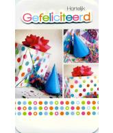 Kaart Hartelijk Gefeliciteerd Cadeautjes en muts, 3D wenskaart met glitter